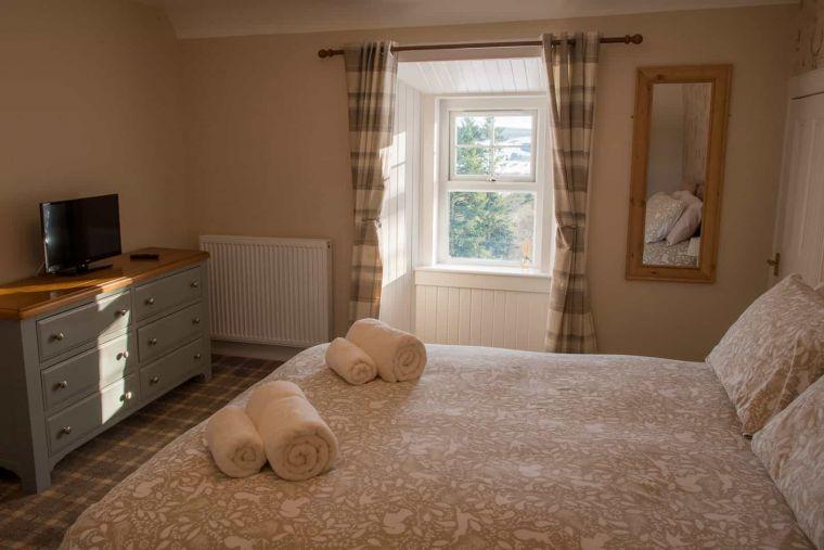 cardney accommodation bedroom 2 0 0 0 0 1599730578